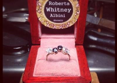 Anello con spinelli neri e diamanti. / Black spinel and diamond ring.
