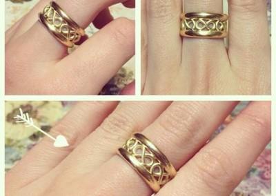 Anello infinito. / Infinity ring.