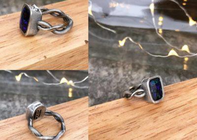 Anello con opale. / Opal ring.