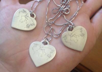 Pendenti con cuore. / Heart pendants.
