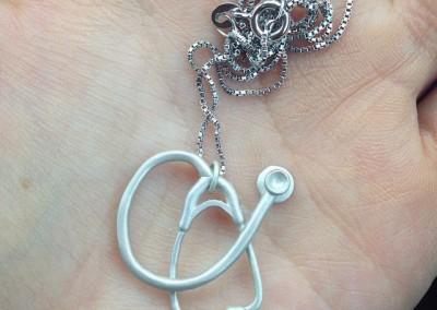 Pendente con Stetofonenedoscopio. / Stethoscope pendant.