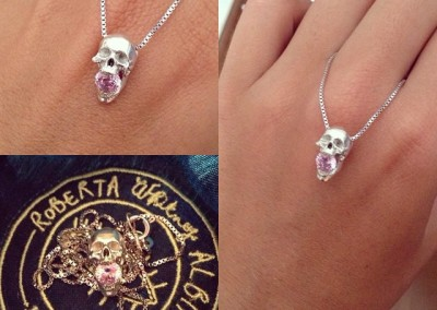 pendenti con teschio. / Skull pendants.