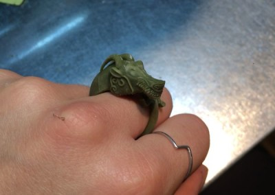 RESINA Anello con dragone cinese. / RESIN Chinese dragon ring.