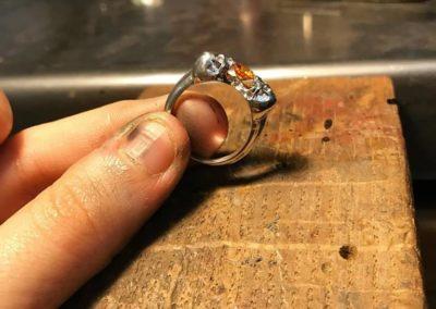 Anello solitario doppio teschio. / Double skull ring.
