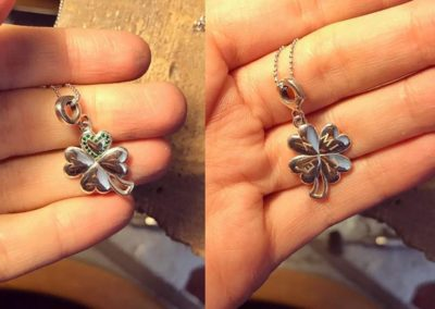 Pendente quadrifoglio. / Lucky four-leaf clover pendant.