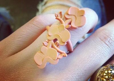 RESINA Anello con fiori. / RESIN Flowers ring.