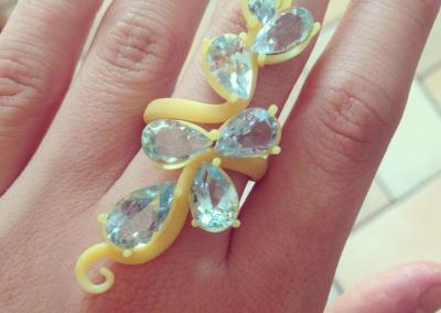 CERA Anelli fantasia con gemme colorate. / WAX Fantasy rings with colored gems.