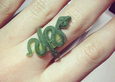 RESINA Anello con serpente. / RESIN Snake ring.