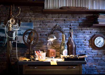 Banchetto orafo. / Goldsmith work table.