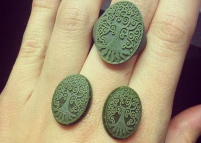 RESINA orecchini e anello con albero della vita. / RESIN Tree of Life ring and earrings.