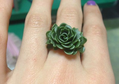 Anello con rosa. / Rose ring.