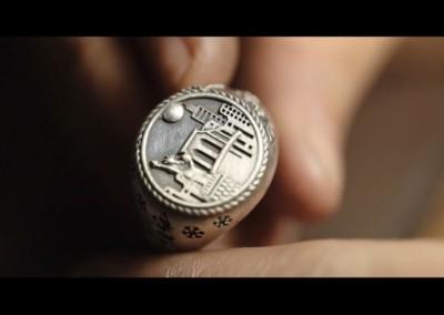 Anello peronsalizzato New York. / New York signet ring.