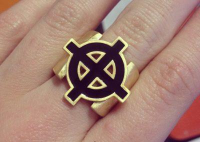 Anello con croce celtica. / Celtic cross ring.