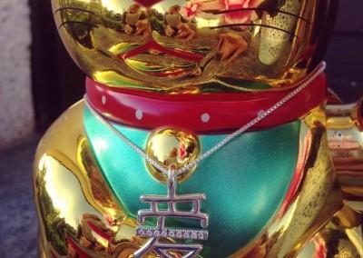 Pendente con simbolo dell'amore giapponese. / Japanese love pendant.